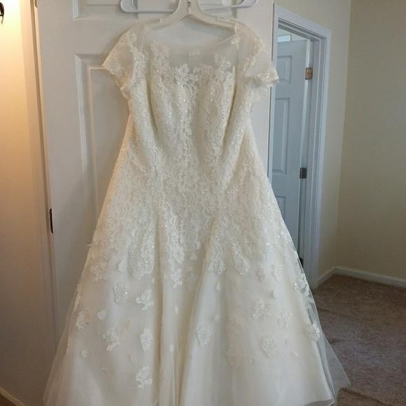 a75729e351e8c Oleg Cassini wedding dress